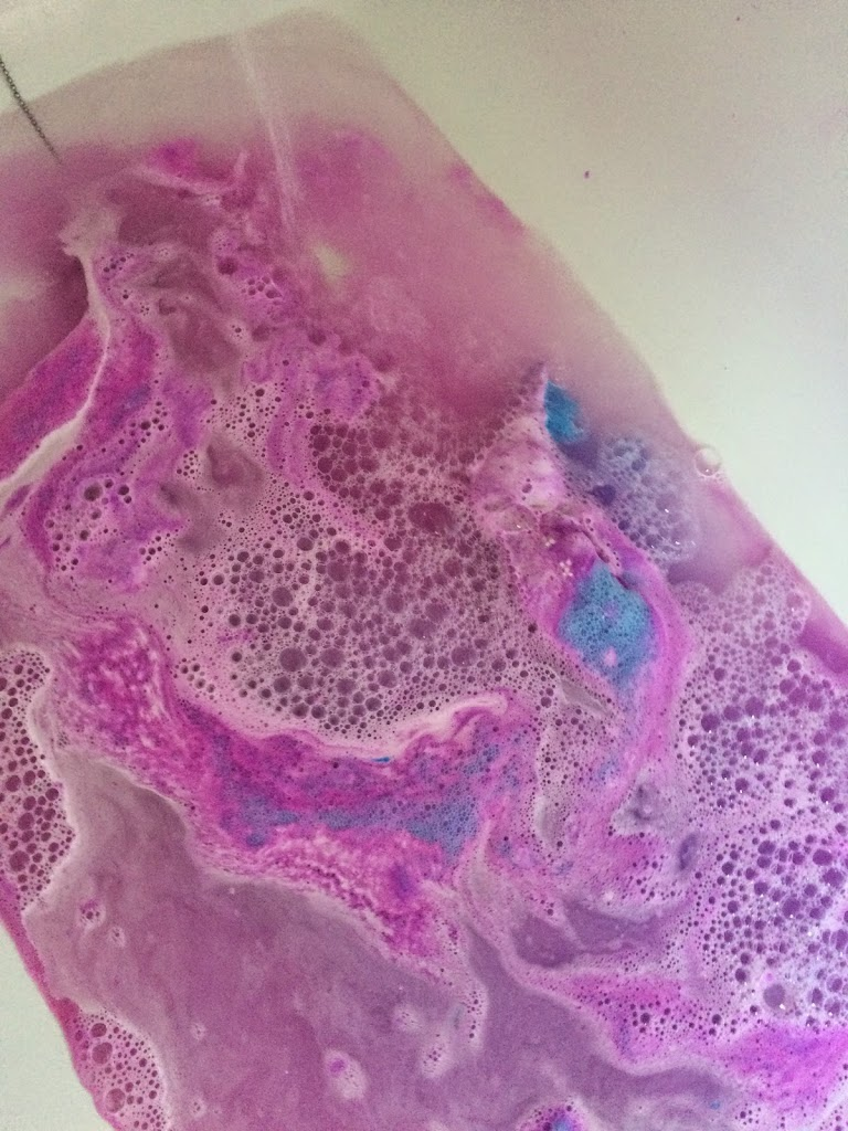 When Your First Drop The Bath Bomb Into The Water, Youu0027re Greeted With An  Amazing Purple Colour, With Hints Of Blue. However As The Water Runs And  The Bath ...